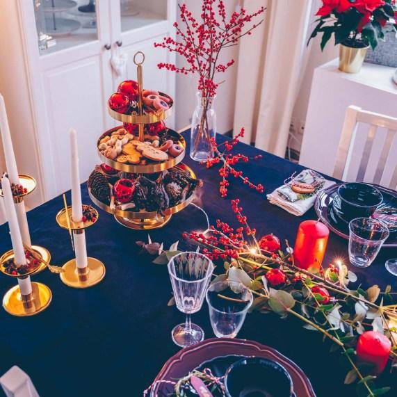 Festlicher Weihnachtstisch rot gold