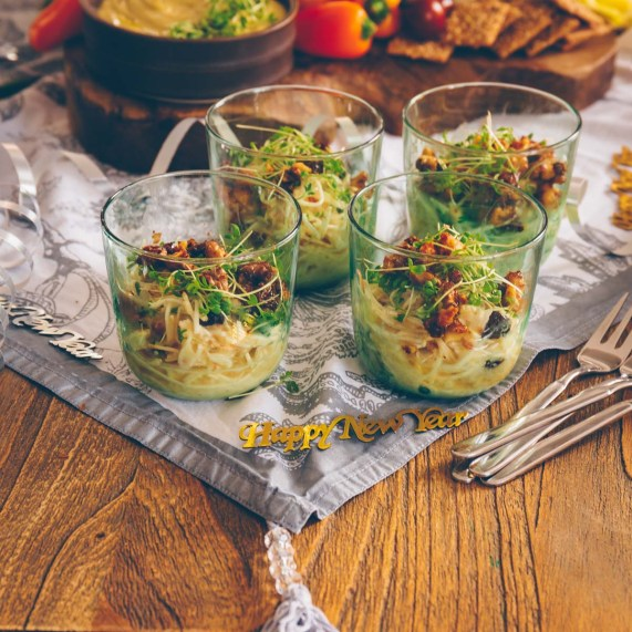 Waldorfsalat mit Cranberries und Walnüssen - vegan
