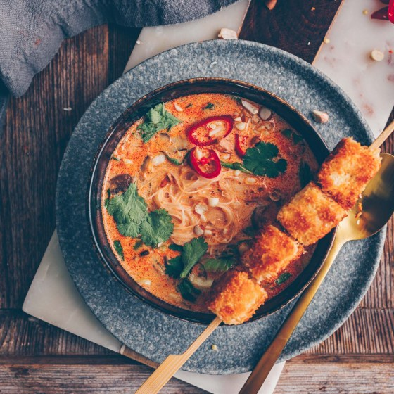 Rote-Curry-Suppe mit Kokos-Tofu