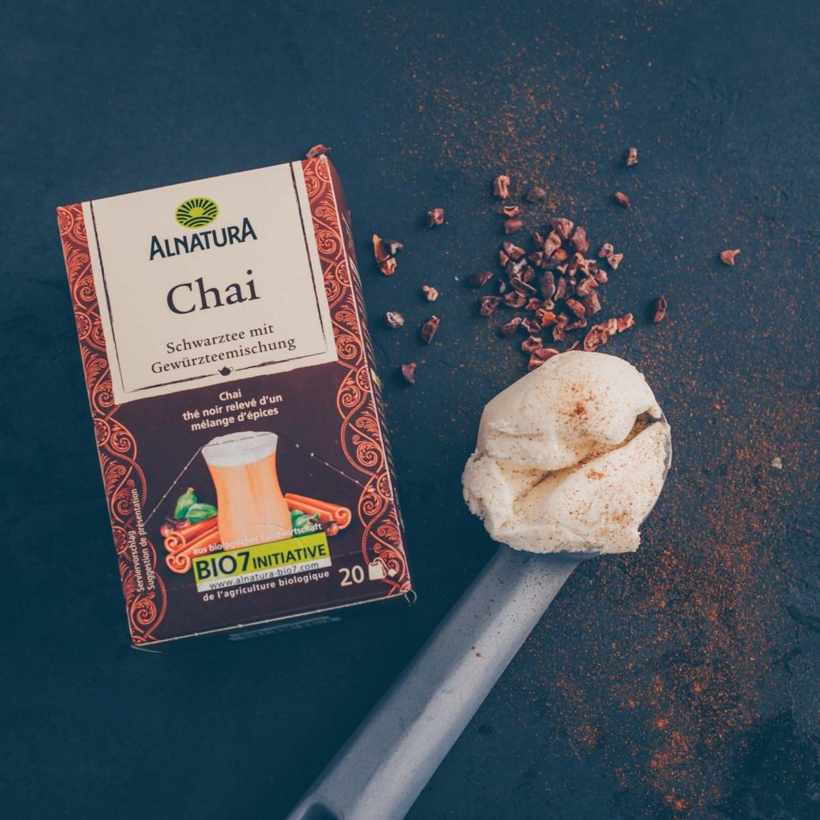 Chai Latte Float mit Vanille-Glace