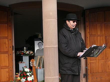 Ernesto Schwarz hält die Trauerrede