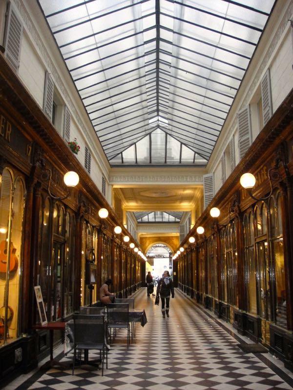 Paris_galeries_passages_VeroDodat_2