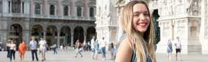 Klassenfahrt Mailand lächelnde Schülerin