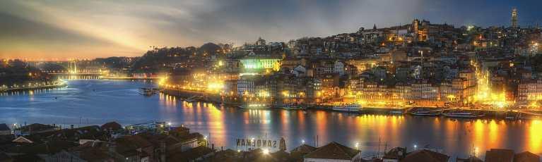 Klassenfahrt Porto Stadt bei Nacht