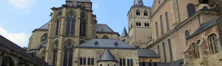 Klassenfahrt Trier Innenhof Dom St. Petrus