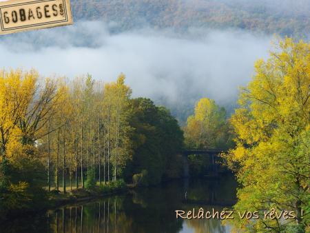 fond ecran peche mouche automne sur la Dordogne