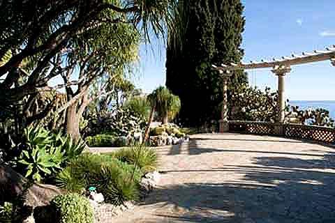 Mediterranean Gardens A Guide To Creating A