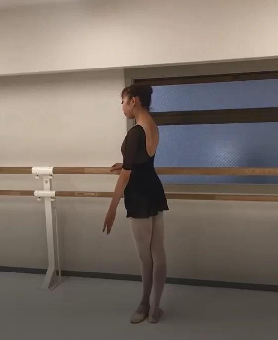 フランス流バレエで美しいバレリーナの基本ポジションを修正しよう