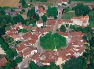 https://media.les-plus-beaux-villages-de-france.org/photos/s1706/fources-vue-aerienne.jpg