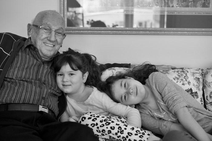 Papy et ses petites-filles