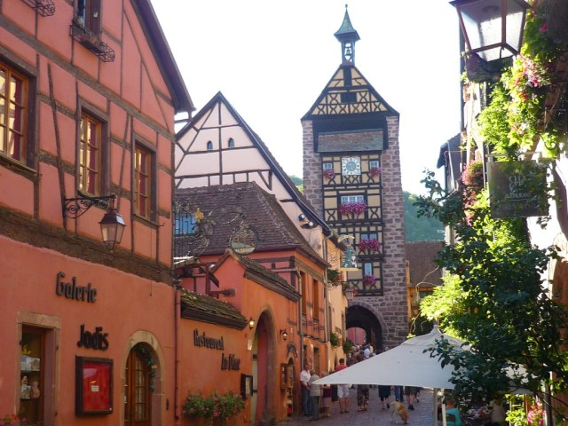 Au cœur de la Route des Vins : Riquewihr © French Moments