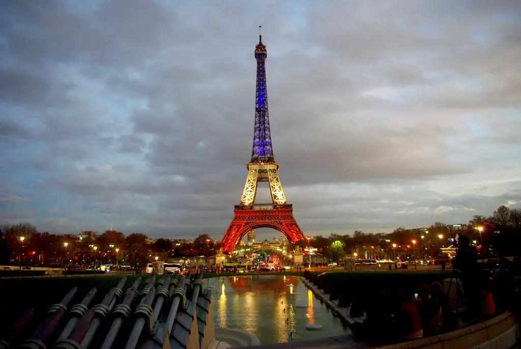 La Tour Eiffel en bleu-blanc-rouge vue de l'Esplanade du Trocadéro © French Moments