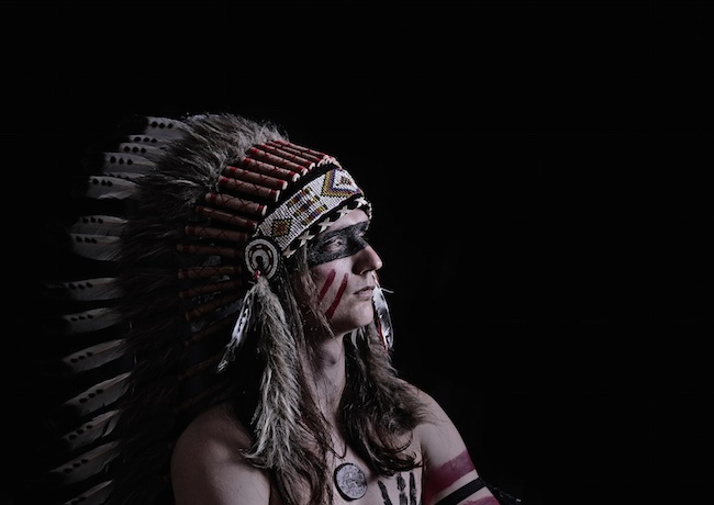 Sioux-indiens-futur-plume-maquillage-sage