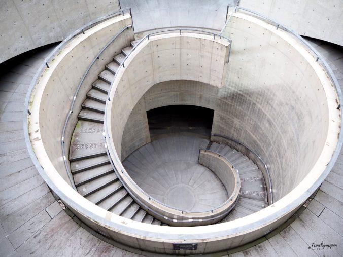 les escaliers circulaires du musée