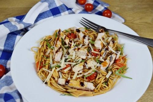 Bruschetta Chicken Pasta - www.freshapron.com