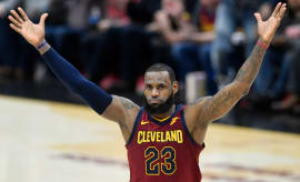 LeBron James Ties Jordan's Double Digit Scoring Record