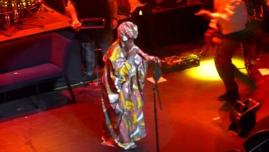 """Lauryn Hill Remixes Drake's """"Nice For What"""" Live at the Apollo"""