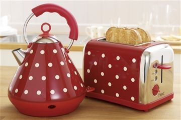 Kettle and toaster, Red kettle