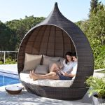 Contemporary garden furniture: Luxurious Santa Rosa daybed