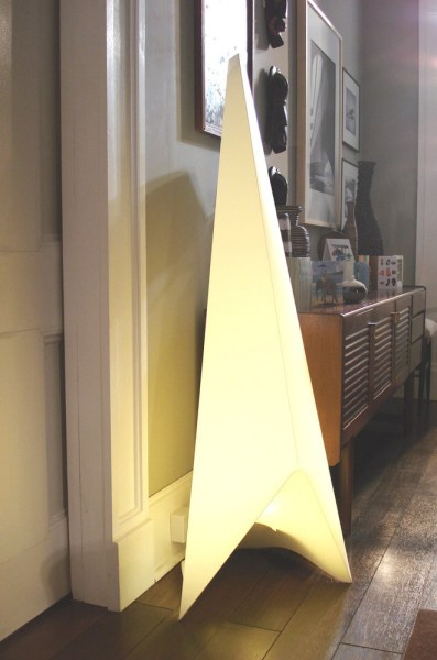 Contemporary floor standing lamp for a modern home