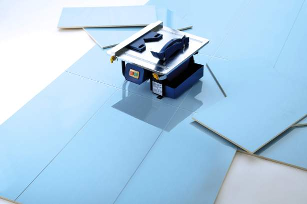 How to cut bathroom or kitchen tiles safely and easily