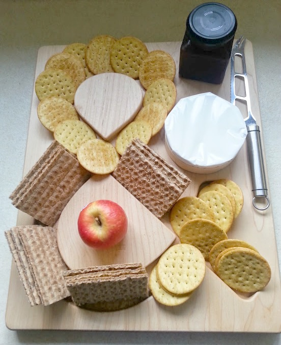 Fresh Design blog serves cheese and crackers