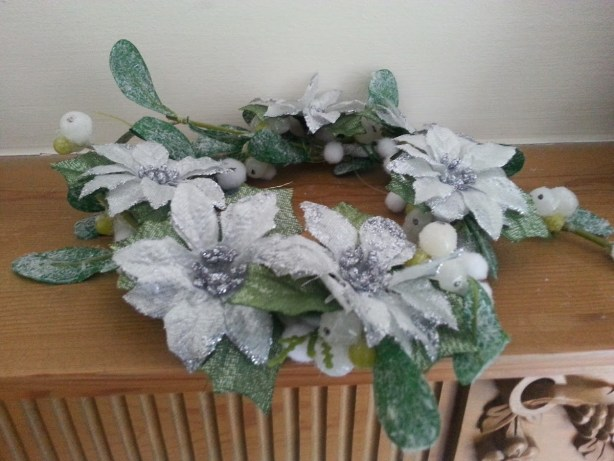 How to make a Christmas table decoration