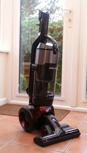 Fresh Design Blog review of the Samsung motion sync 2 in 1 vacuum cleaner