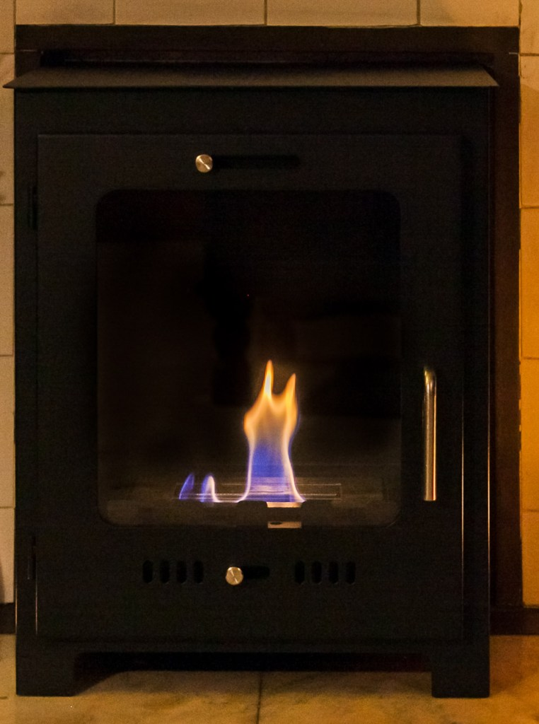 Love the look of an open fire or a log burner? Discover an easy and hassle free way of having that effect in your home, with a smoke-free bio-ethanaol fire!