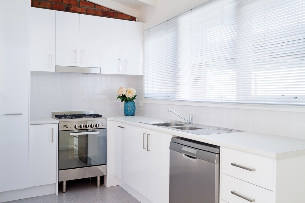 Venetian window blinds are super versatile and ideal for all sorts of windows. Don't they work well in this kitchen?