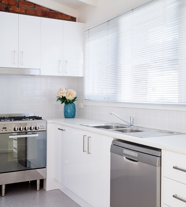 Window treatments: Why choose venetian blinds for your home?