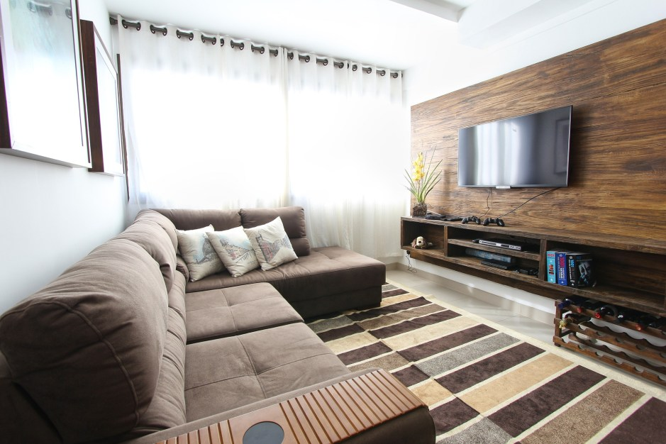 Ideas for decorating and accessorising a modern living room