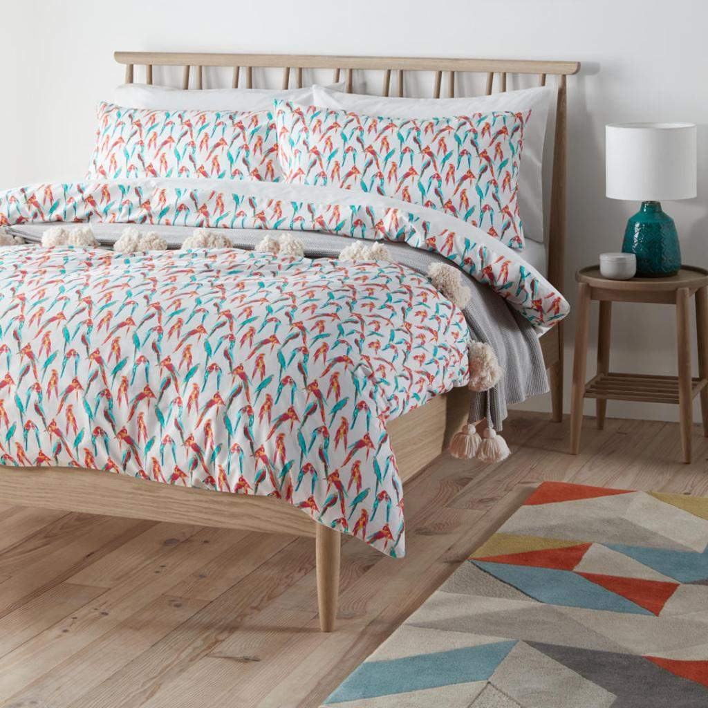 Love colour and birds? This lively exotic parrot design bedding is perfect!