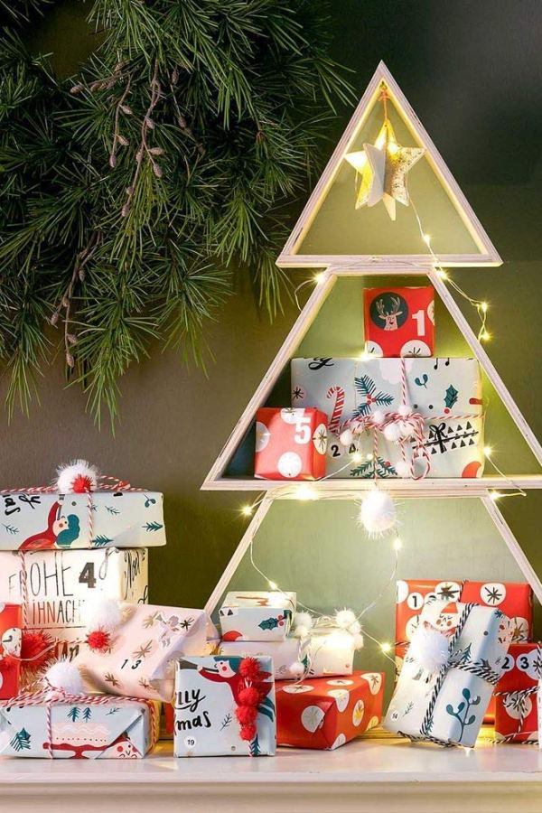The Christmas tree shelf: clever decoration display ideas