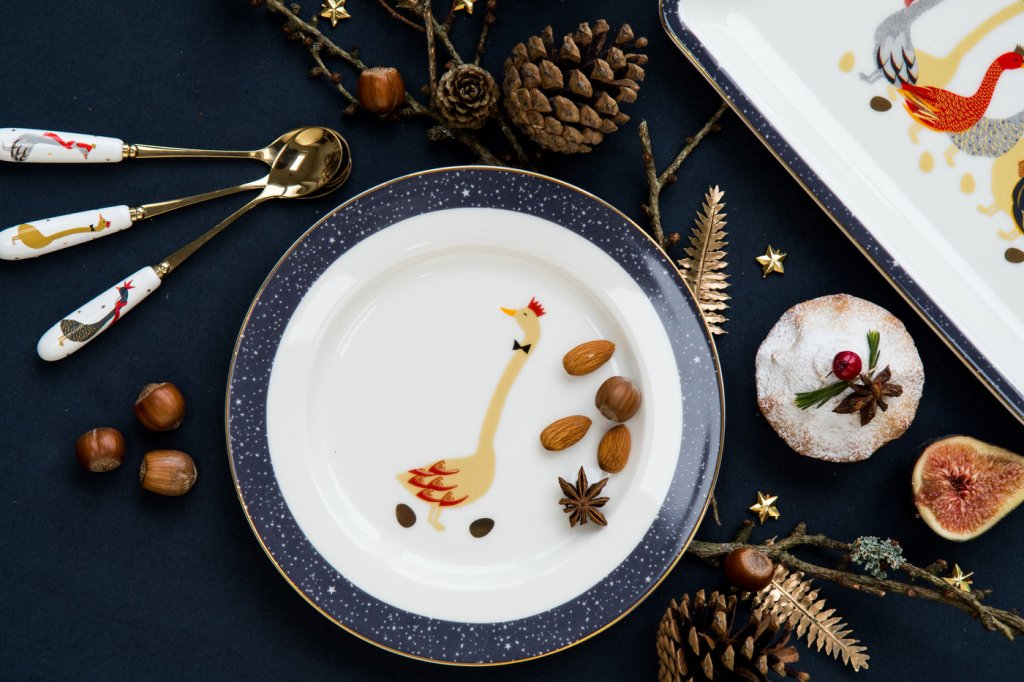 Navy blue Christmas dining colour scheme