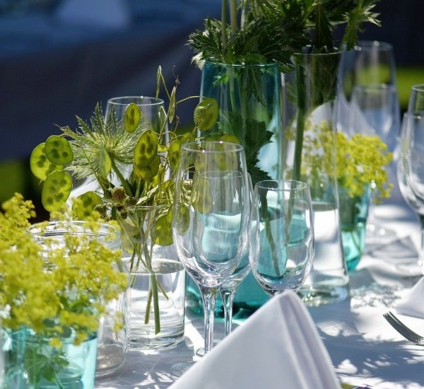 How to Host the Perfect Alfresco Lunch or Dinner