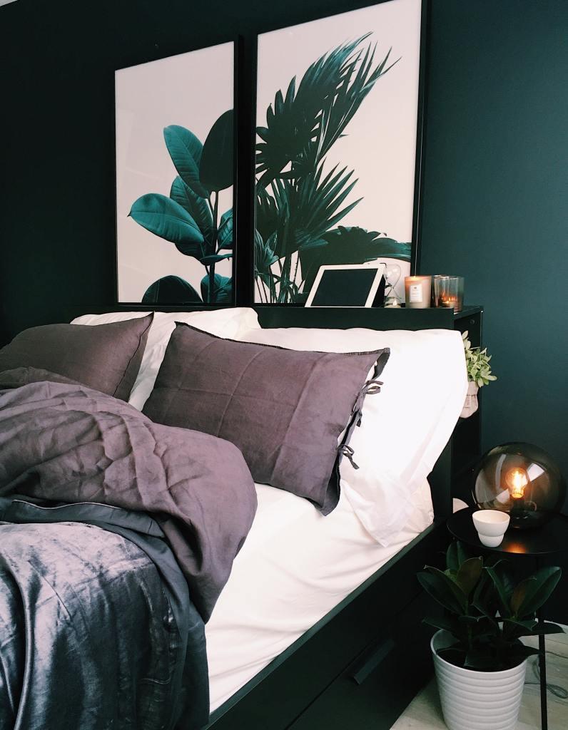 Stunning dark green bedroom walls