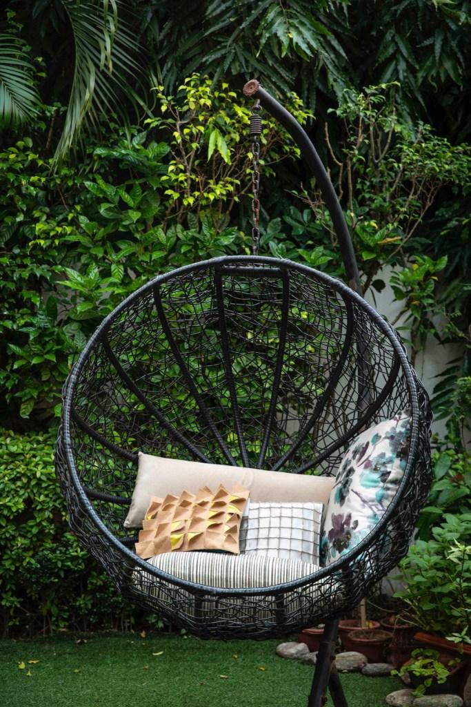Contemporary hanging garden chair in black