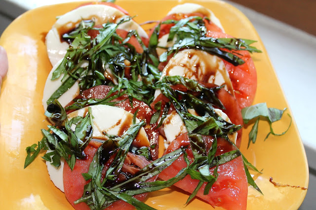 easy caprese salad with tomato, mozzarella and basil