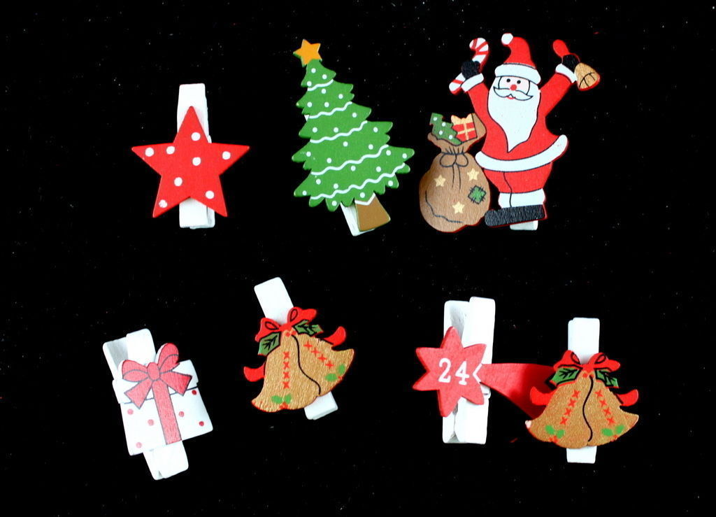6 7x Christmas Wooden Clips Pegs Xmas Tree Star Card