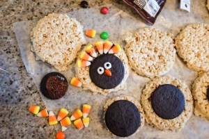 2 Easy Thanksgiving Cookies to Make with Kids (No baking required!)