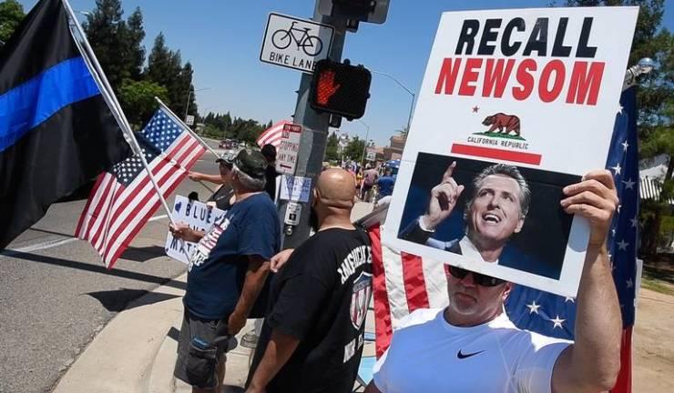 Gavin Newsom recall strategy brands opposition as Republican | The  Sacramento Bee