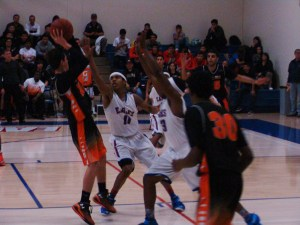 Immanuel makes it look easy; Golden Eagles soar past the Grizzlies