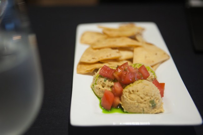 lelas-chips-hummus