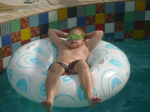 kid in the pool