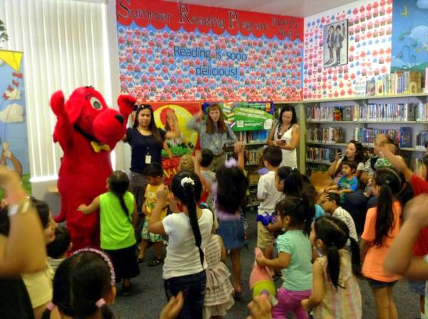 Clifford loves moving and reading with his young friends in Summer Reading Programs!