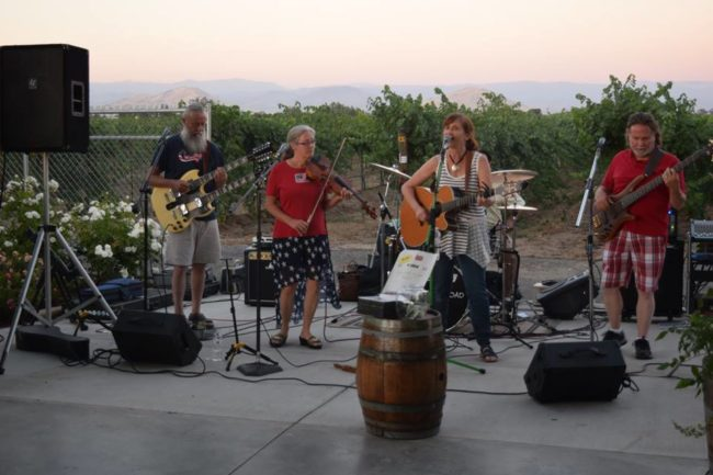 Music at Kings River Winery