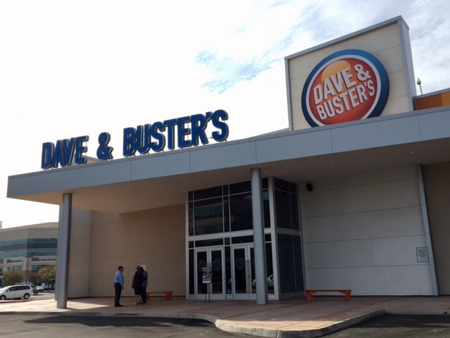 Dave & Busters Exterior