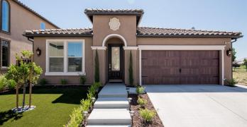 Immaculate 3 Bedroom Home on the Golf Course!