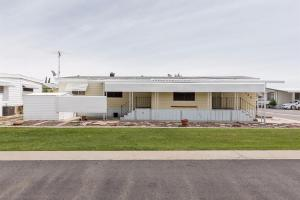 Well Maintained Double Wide Expando Home in Clovis